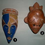 Petits masques en terre cuite, du Cameroun.